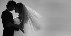 Novios 2.0 se casan preparados para un eventual divorcio